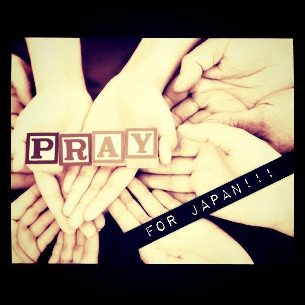 手を合わせて日本のために祈る。